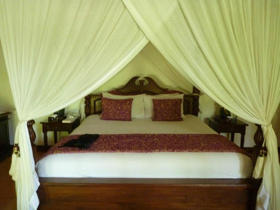 Warwick Ibah Luxury Villas & Spa: Very comfy bed.