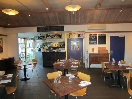 The River Moruya: The River's bar and dining area