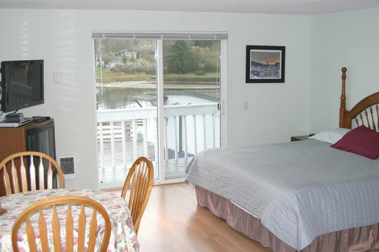 Quartermaster Inn: Marina Studio North