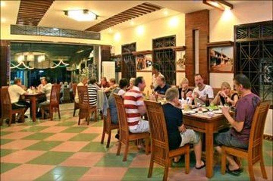 Restaurant 328 : Customers dining inside