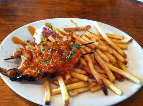 Hemingway's Island Grill: grilled shrimp & fries