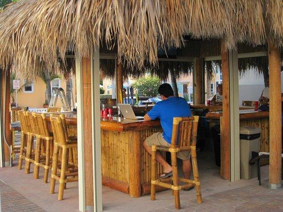 Caribbean Resort by the Ocean:                   Bar extérieur
