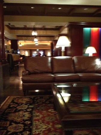 New Sanno Hotel:                   bar area