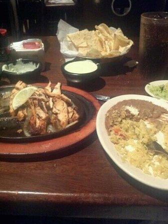 Gringo's Mexican Kitchen:                   Fajitas Classicos