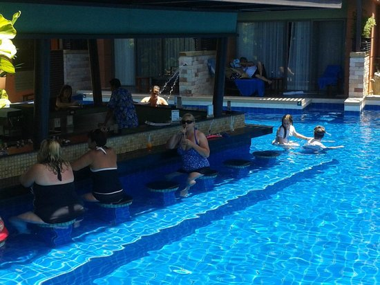 Patong Merlin Hotel:                   Swim-up bar pool and pool access rooms