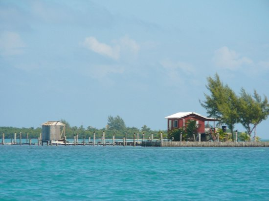Caye Caulker: A fishing hut in the middle of the straight