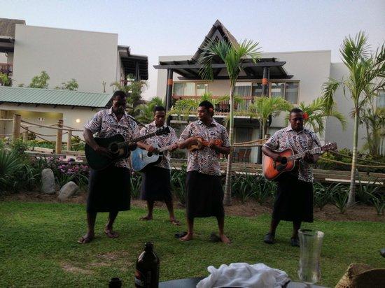 Wyndham Resort Denarau Island:                                     Daily entertainment