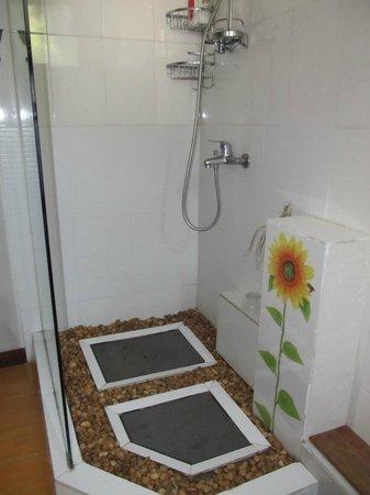You Khin House: nice shower