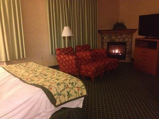 Fairfield Inn & Suites Steamboat Springs: room