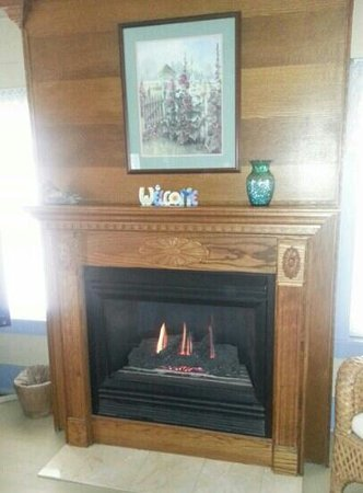 Lookout Cottages:                   Awesome Fireplace