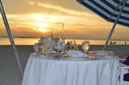 Pink Shell Beach Resort & Marina:                   Our table setting was so perfect!