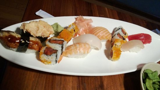 Pacific Grill: Great sushi!