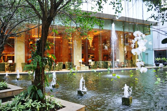 Shangri-La Hotel Kuala Lumpur: Salon et jardin