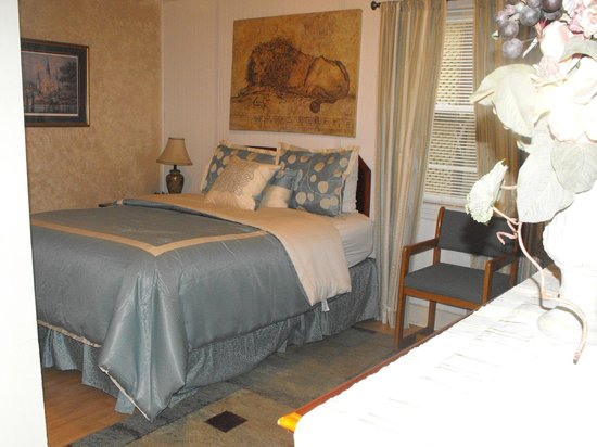 Riverboat Inn and Suites: room 111 non - riverfront