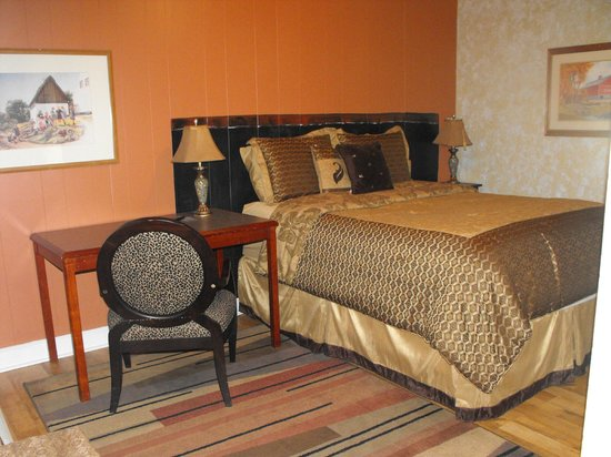 Riverboat Inn and Suites: room 110 non - riverfront