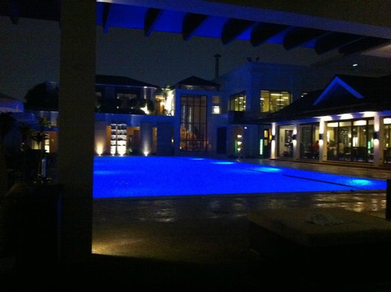 "Marco Polo Davao:                   ""Pool & SPA side, can´t be better during the night"""