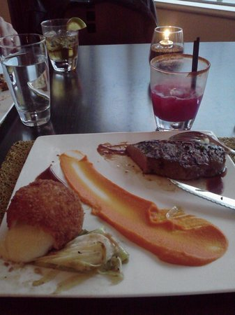 H5O bistro & bar : Black Peppercorn Steak, Charred Leeks, and Potato Gruyere Croquette