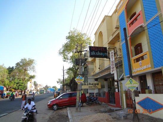 Hotel Akshaya: Hotel view along the road