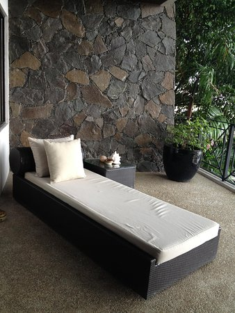 Abaca Boutique Resort: Lounge bed in the balcony