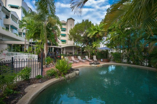 Cairns Sheridan Hotel: Poolside