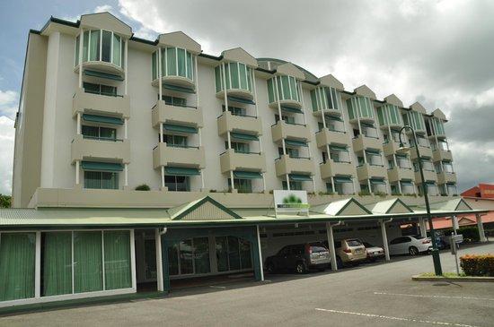 Cairns Sheridan Hotel : Sheridan from Sheridan Street