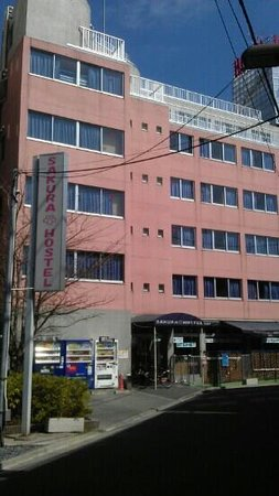 Sakura Hostel Asakusa: beautiful area, clinically clean!