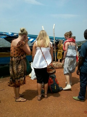 Buggala Island :                   tourists about to start their journey to ssese