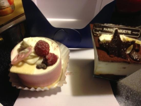 Paris Baguette :                   tiramisu and raspberry mousse cake