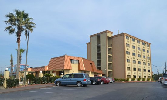 Emerald Coast Inn & Suites : View of the Hotel