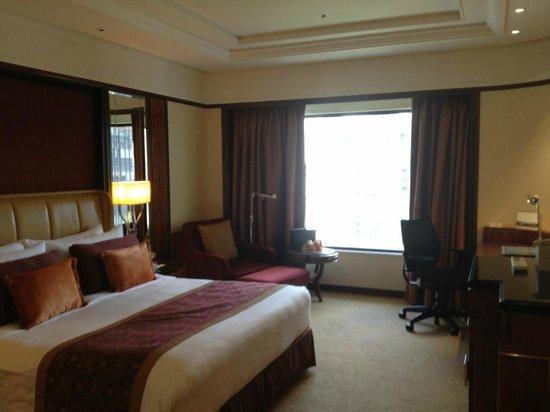 Shangri-La Hotel Kuala Lumpur:                   Executive Room with King Bed