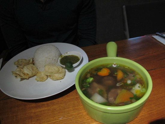 Stevie G Hotel: dinner-oxtail soup
