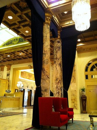 Fairmont Copley Plaza, Boston: view of lobby from comfy seating nook