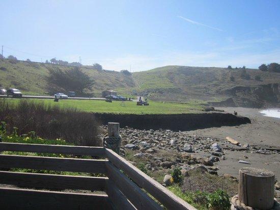 Sea Breeze Motel:                                     EASY beach access