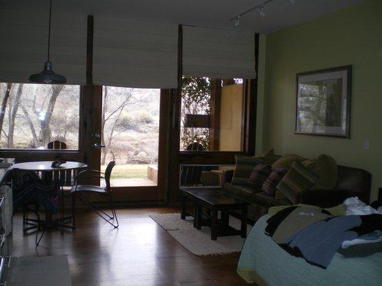 Desert Pearl Inn:                                     Cozy