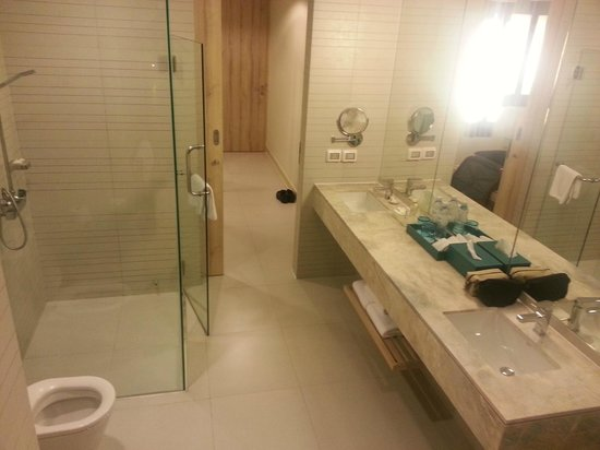 Holiday Inn Pattaya Bathroom