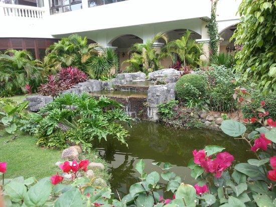 Palm Beach Resort & Spa Sanya: Рядом с оснавным корпусом