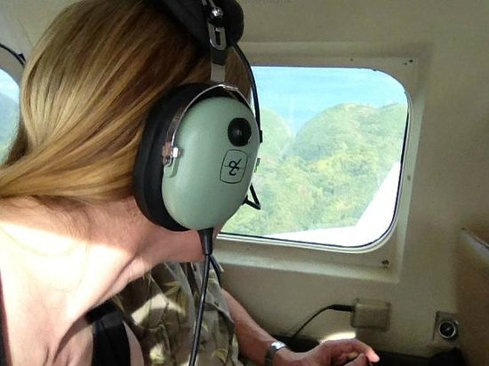 Volcano Air Tours:                   Good views from either side...