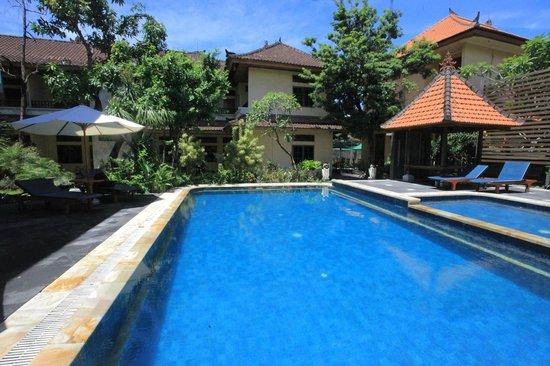 Sandat Hotel Legian :                                                       Pool Area's