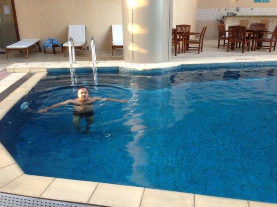 Grand Millennium Dubai:                   Swimming Pool.