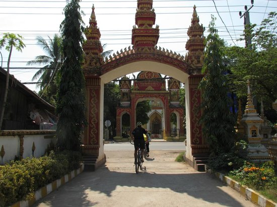 Vientiane ByCycle:                   Riding through Vientiane...