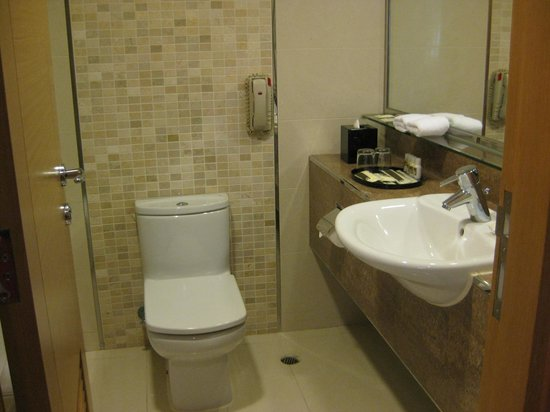 Park Hotel Hong Kong:                   Bathroom - room to move