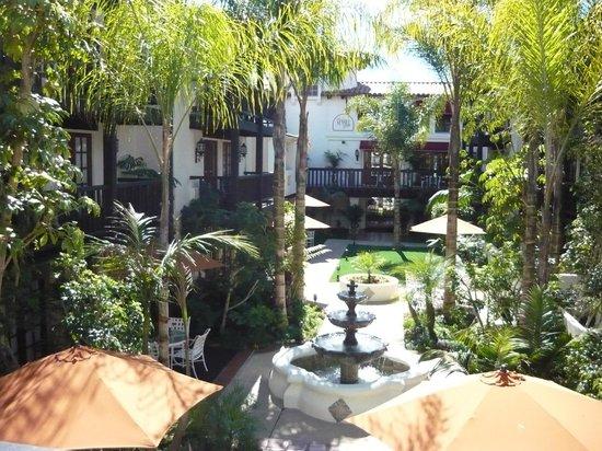 Best Western Plus Carpinteria Inn :                   balconies overlooking courtyard