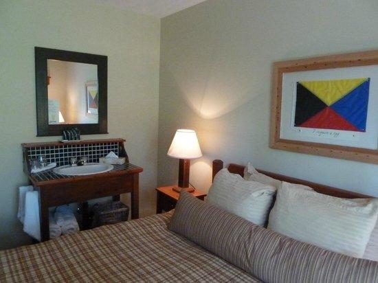 Middle Beach Lodge:                   Zimmer mit Waschtisch