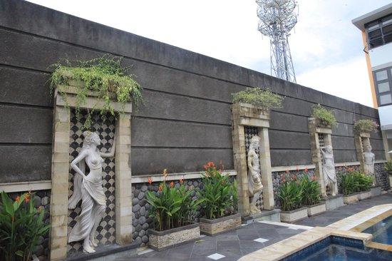 Sandat Hotel Legian:                                                       Pool Area's