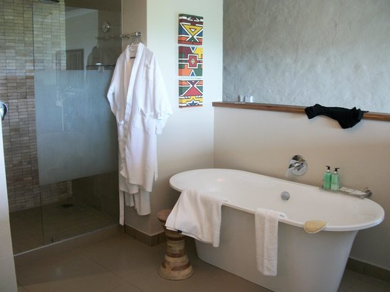Victoria Falls Safari Club:                   Bath