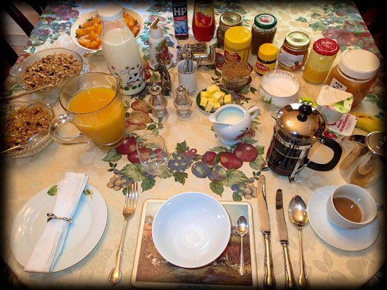 Foxgloves Bed & Breakfast :                                     Breakfast (I was the solo guest that morning)