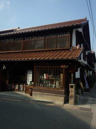 Shirakabe Dozogun Akagawara:                   酒屋さん地酒ありました。