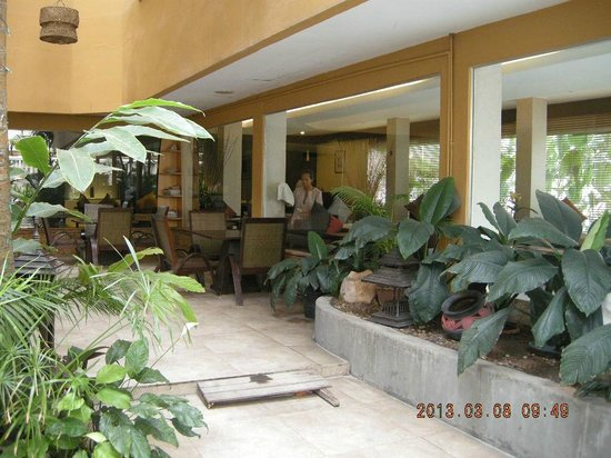 Regent Park Hotel:                   Restaurant