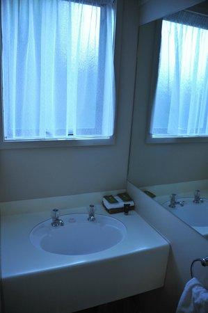 ASURE Macy's Motor Inn: salle de bain