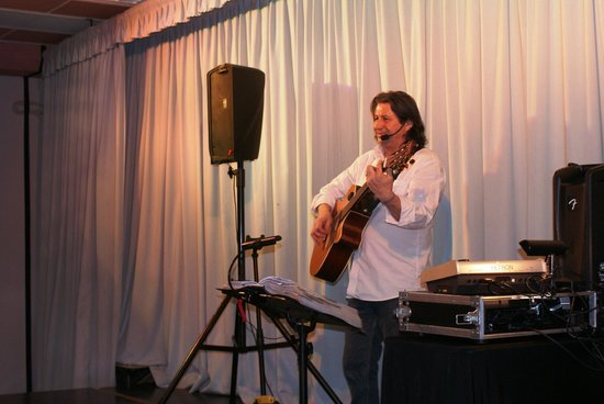 Hôtel Club Vacanciel Roquebrune-sur-Argens :                                     Riton en concert